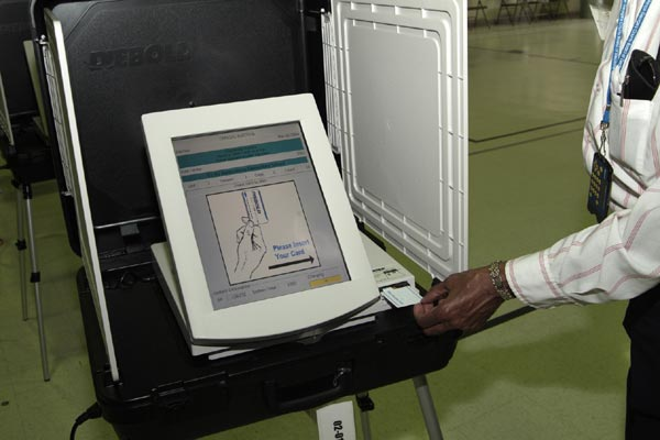Watch This Demonstration of Vote Rigging With Machines 4.4 (9)